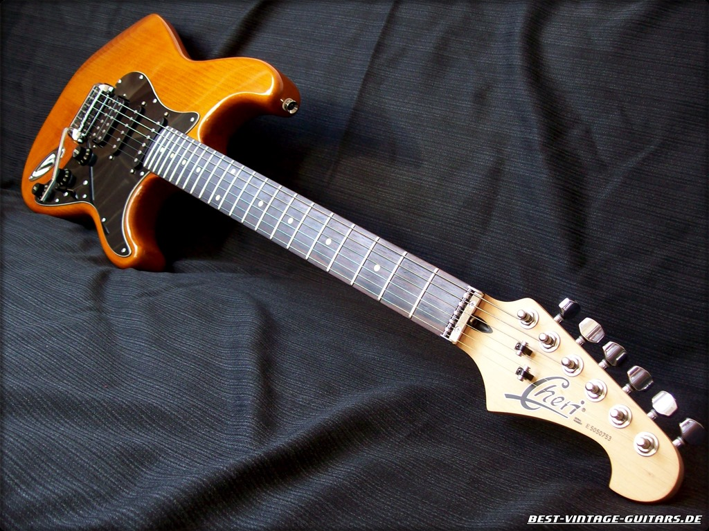 Cheri Stratocaster Custom zu verkaufen